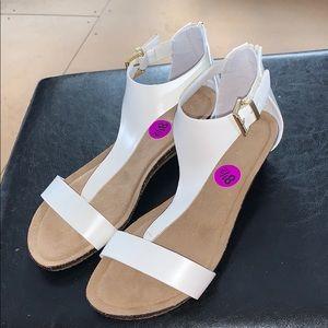 Kenneth Cole Reaction t-strap sandals